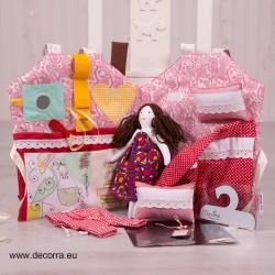 4053-DD. Магическа къщичка с кукла, аксесоари и тебешири
