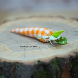 4069-PP. Декоративен Морков с оранжеви квадратчета